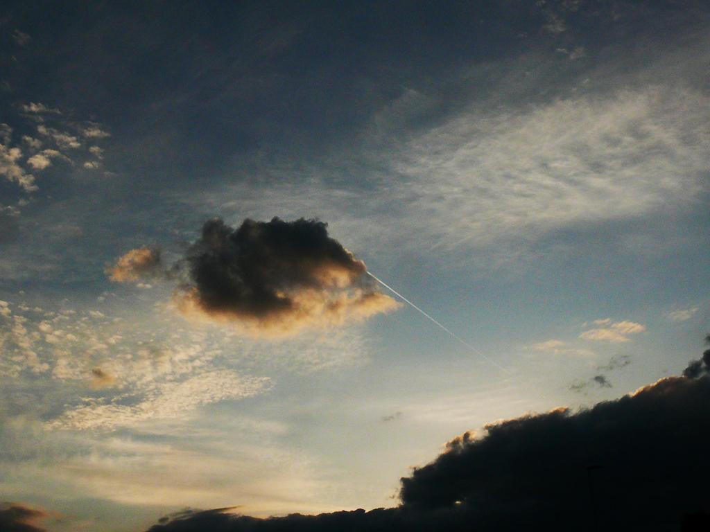 Pavel Kumer_Oblak na nebu