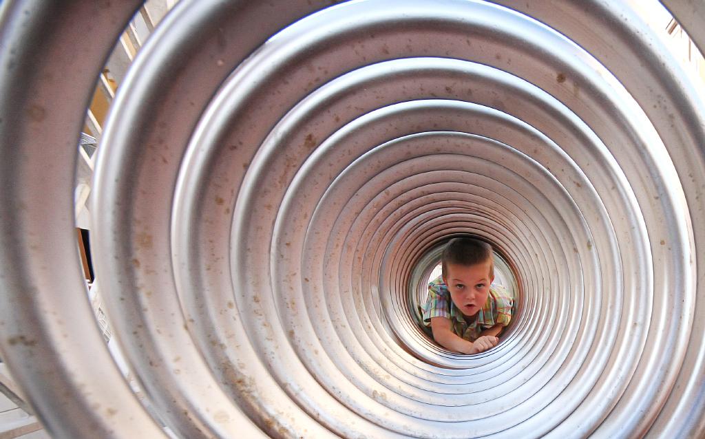 Andreja Ravnak_through the wormhole