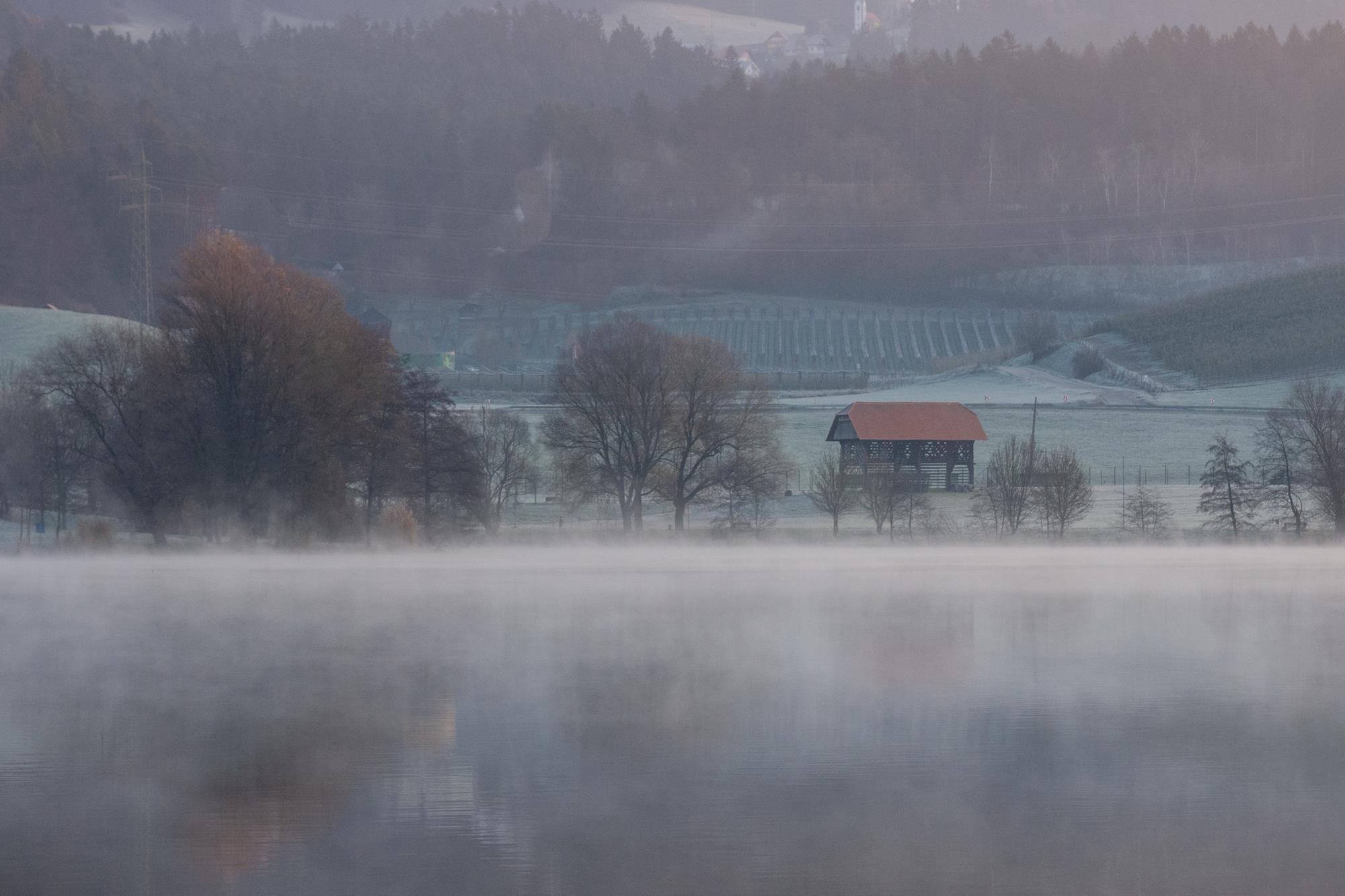 Emil Movh: Jutro na jezeru