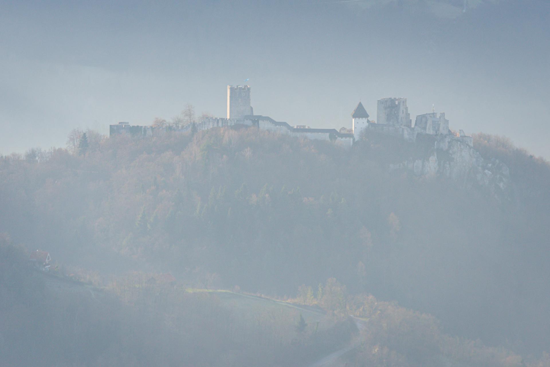 Zdene Podlesnik: Stari grad v megli