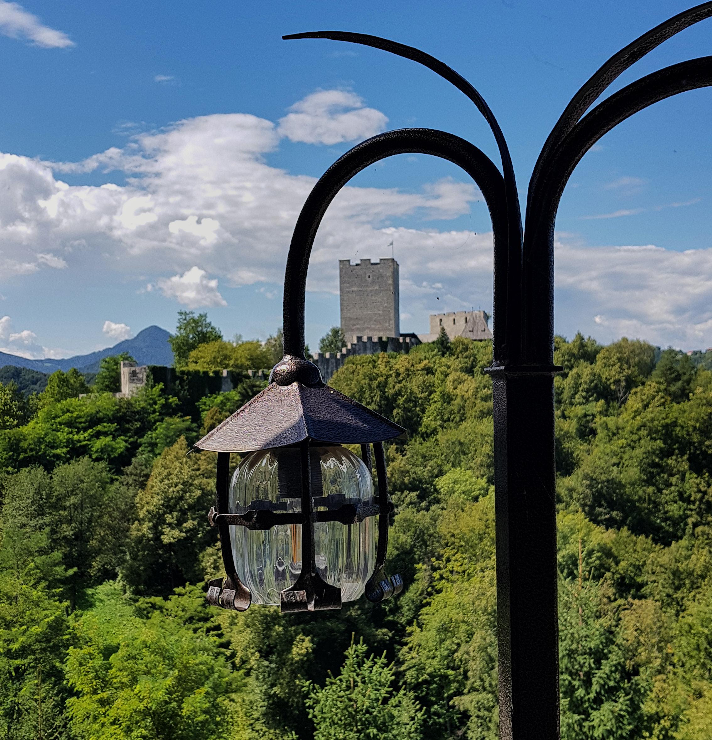 Igor Kastelic - Grad v luči